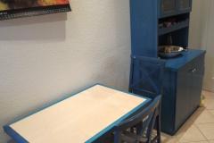 Küchenschrank und Tisch, Ahorn, teilweise blau gebeizt - passend zu vorhandenen Stühlen