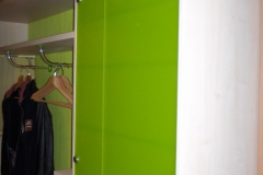 Korridormöbel mit farbigem Glas