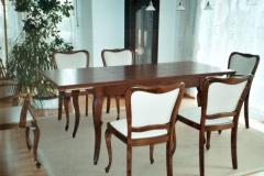 Manuell und traditionell gefertigter Auszugs-Esstisch mit geschweiften Tischbeinen