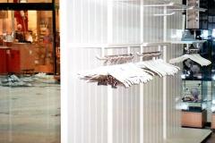 Boutique, (ehemals) Messehofpassage, freistehende Schaustellerwände, MDF weiß lackiert